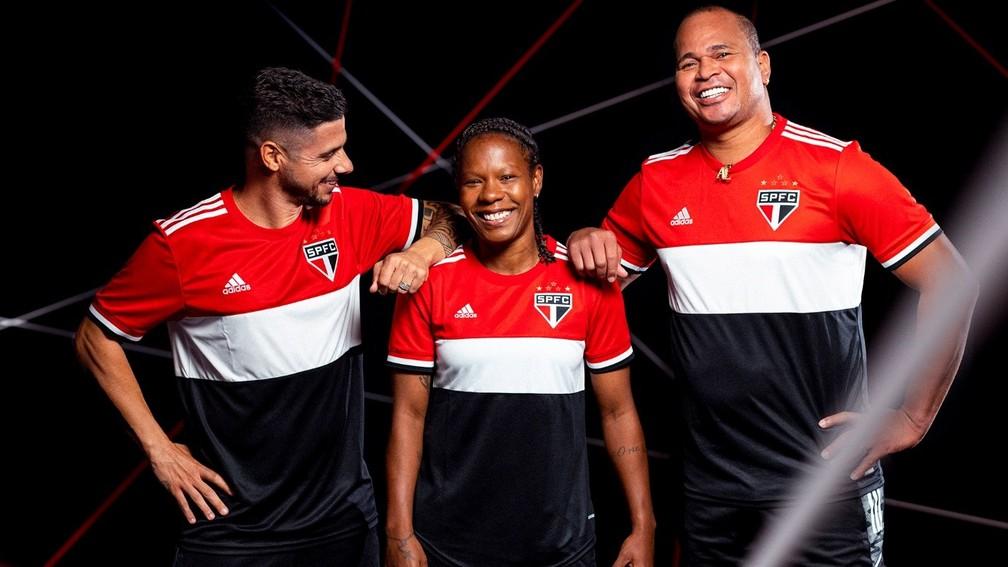 Cicinho, Formiga e Aloisio posam com a nova camisa 3 do São Paulo — Foto: Divulgação/Adidas