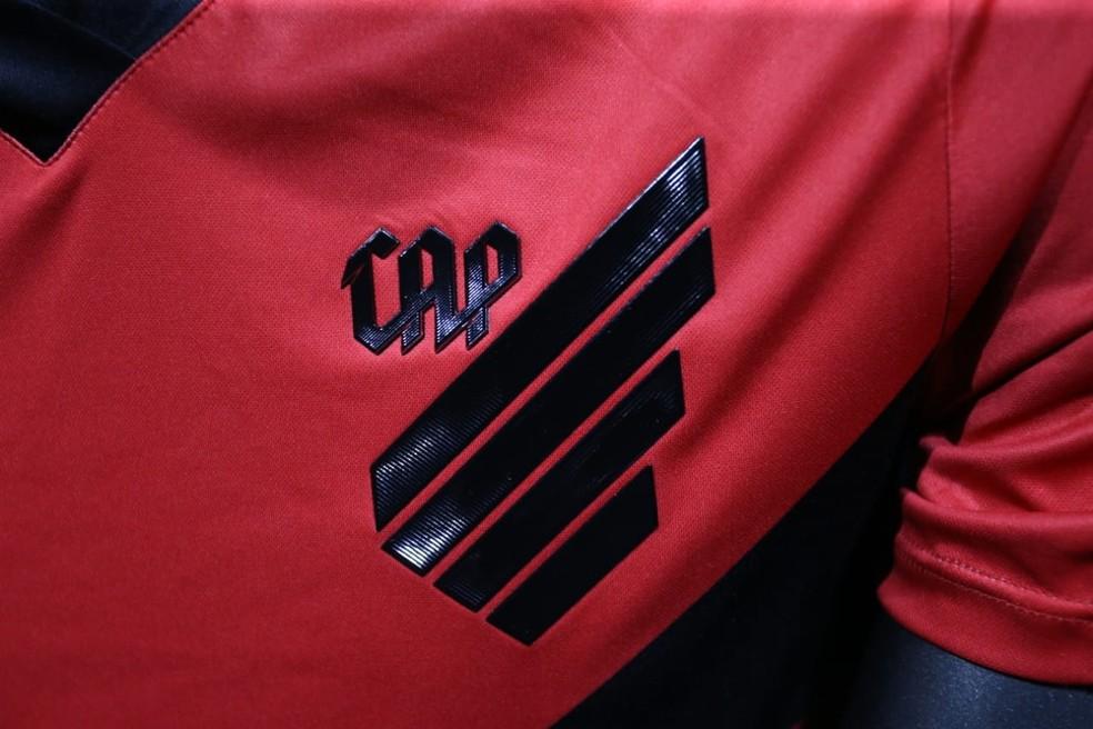 Detalhe do novo escudo, que faz referência a um Furacão  — Foto: Albari Rosa/Gazeta do Povo