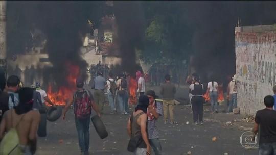 Carreta com ajuda humanitária é incendiada na Colômbia