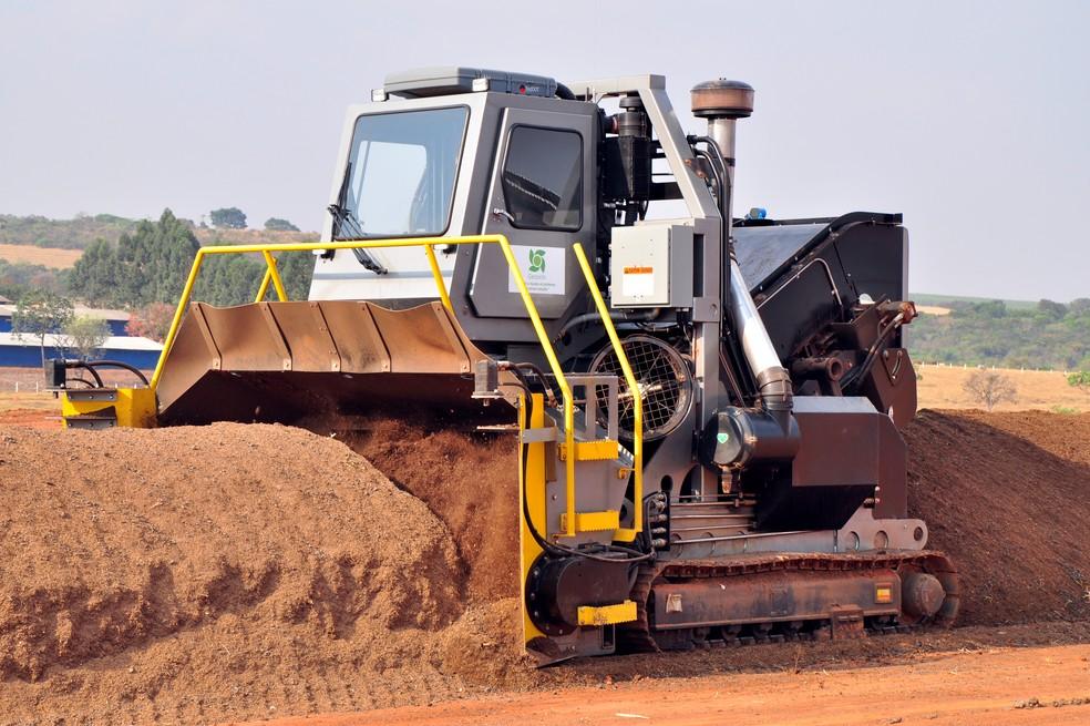 Máquina faz a bioestabilização do material orgânico do fertilizante organomineral (Foto: Divulgação/Geociclo)