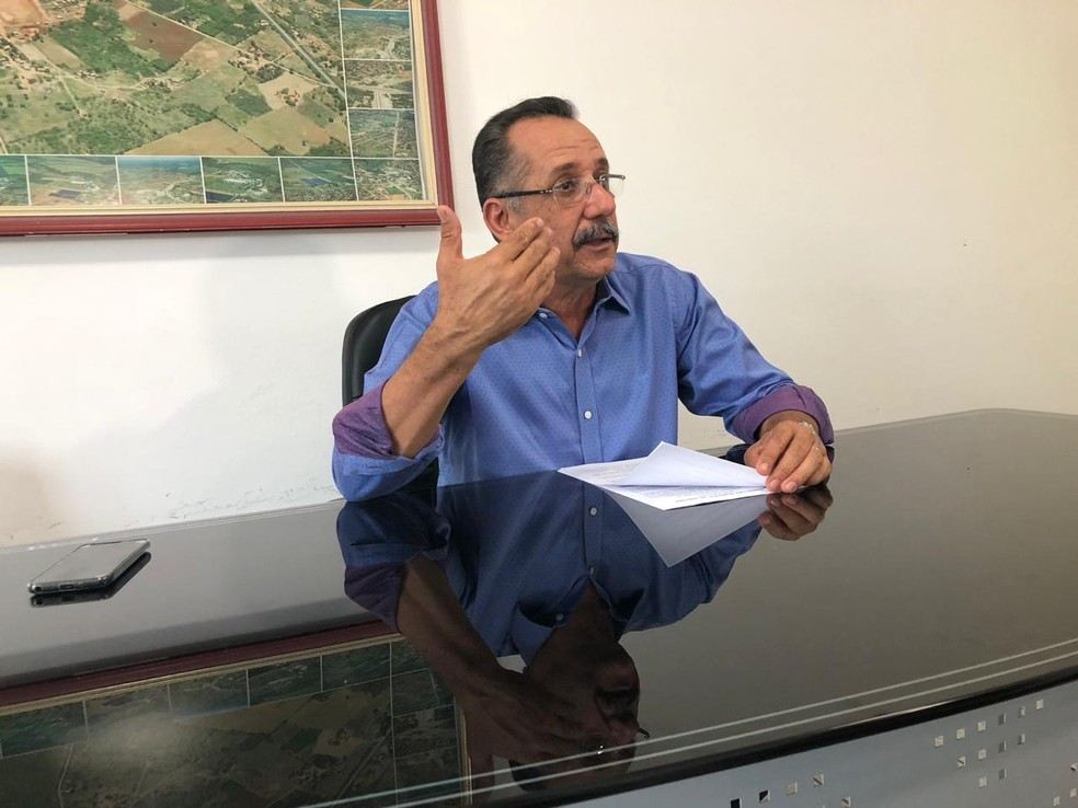 Prefeito de Janauba garante que demandas têm sido cumpridas e que tudo consta em relatório que já apresentou ao MP — Foto: Juliana Gorayeb/G1