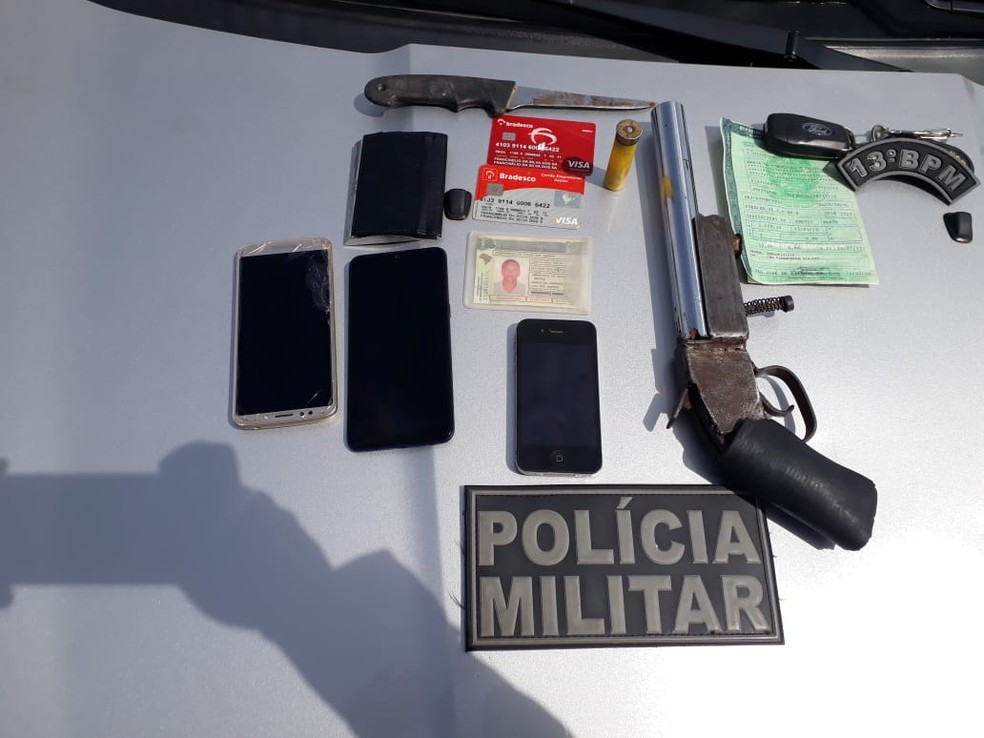 Armas e celulares apreendidos com assaltantes em São José de Ribamar-MA — Foto: Divulgação / Polícia Militar