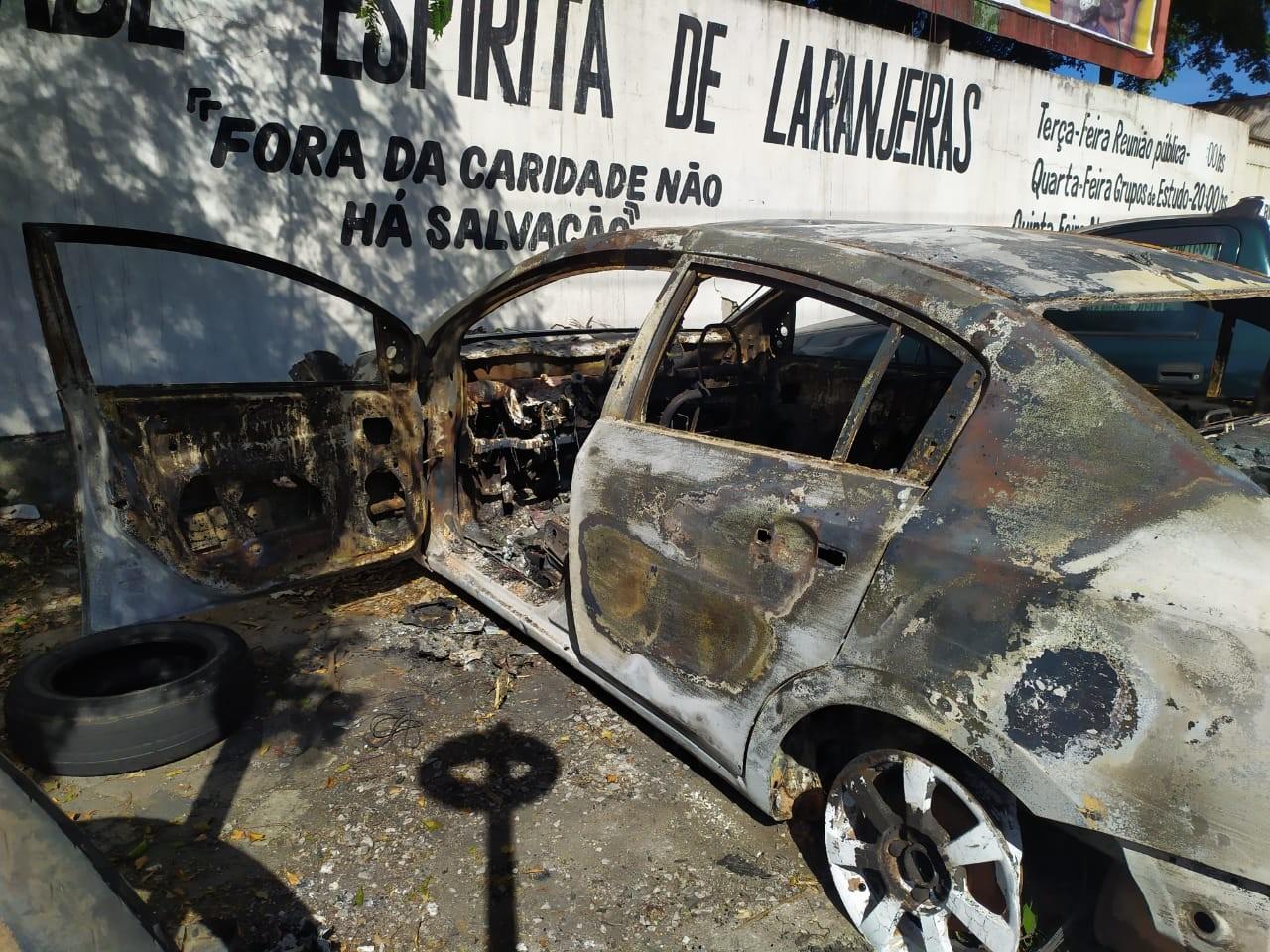 Carro de motorista de aplicativo que está desaparecido é encontrado carbonizado no ES