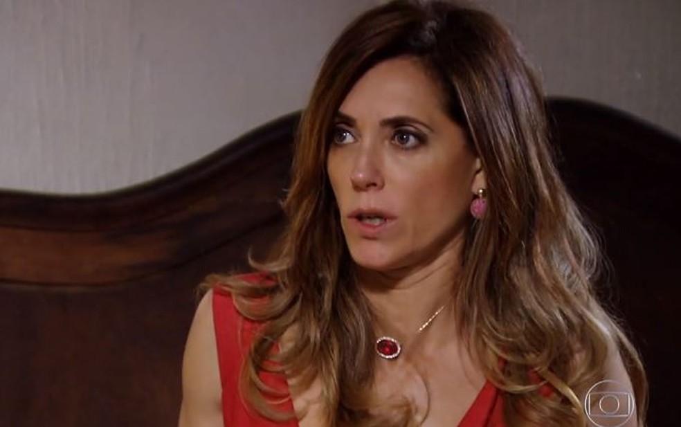 Tereza Cristina implora para ir pra cama com Pereirinha e é humilhada por Teodora em 'Fina Estampa' — Foto: Globo