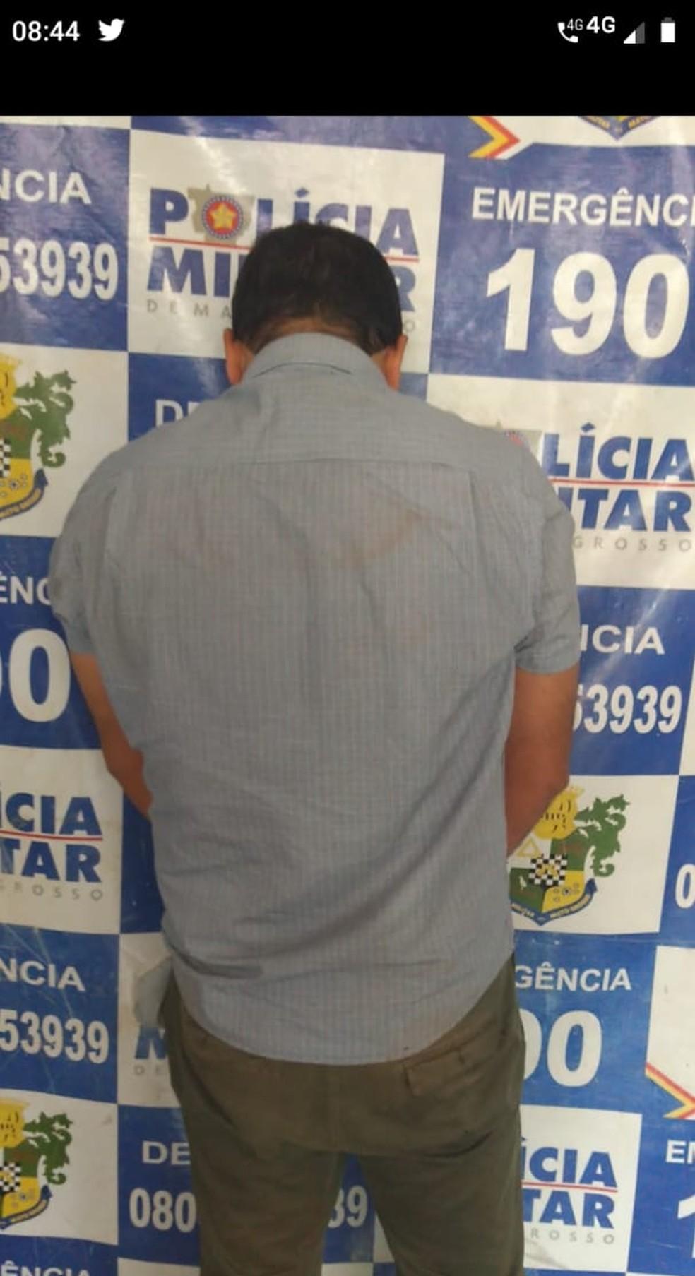Cleiton Gomes Da Silva, de 45 anos, é professor de xadrez e esfaqueou a diretora Rosileide Vaz da Silva — Foto: Polícia Militar de Mato Grosso/Assessoria