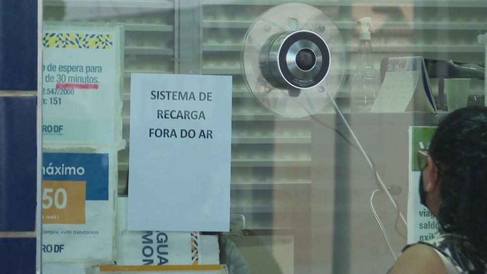 Sistema de recarga de cartões de passagem fica fora do ar no Metrô-DF — Foto: TV Globo/Reprodução