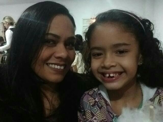 Aline e a filha hoje em dia (Foto: Arquivo Pessoal)