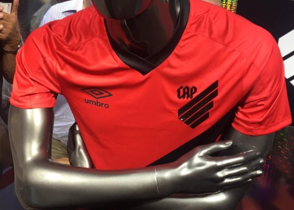 Atlético-PR lançou novo escudo, novo nome e nova camisa em evento nesta terça-feira — Foto: Monique Silva