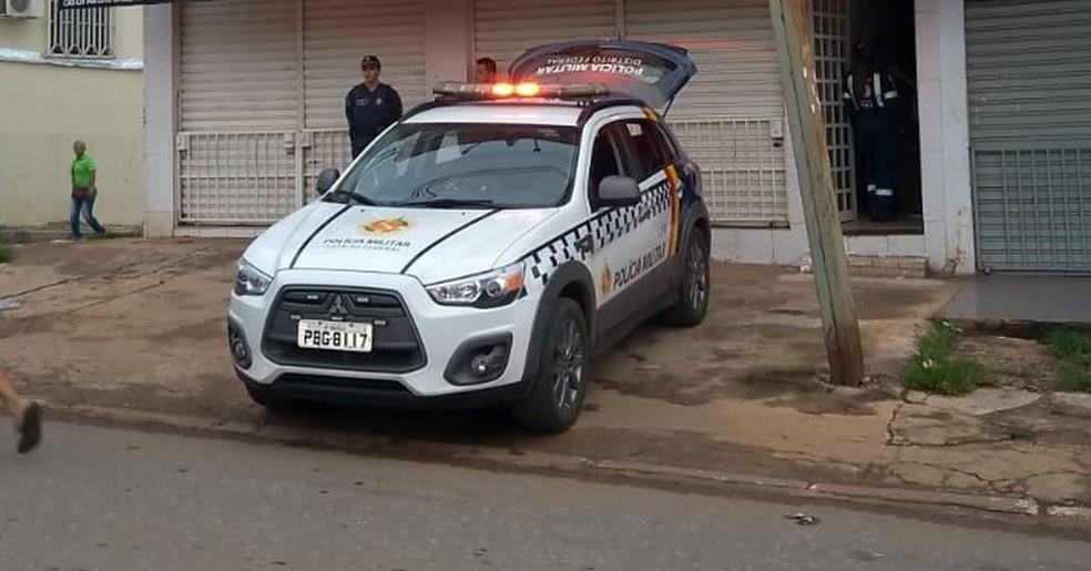 Mulher é presa suspeita de matar menina de 2 anos a facadas no DF — Foto: PMDF/Divulgação