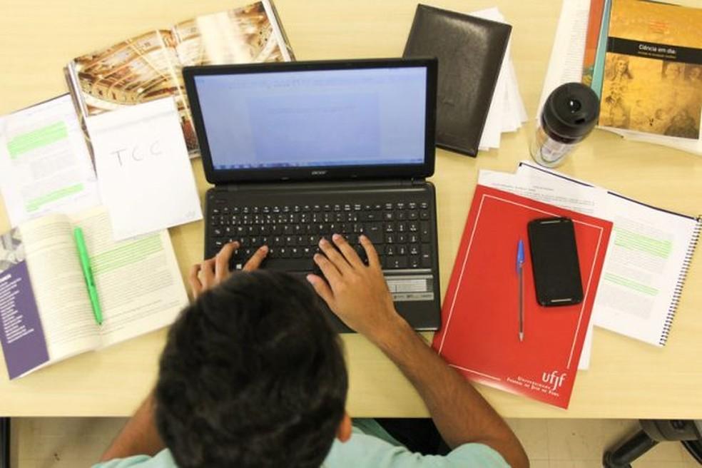 Ano letivo em 2021: a pouco mais de um mês do fim do ano, MEC ainda não homologou a permissão de estender as aulas remotas até o fim do ano que vem. — Foto: UFJF/Divulgação