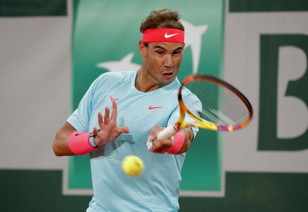 Rafael Nadal contra Novak Djokovic na final de Roland Garros — Foto: REUTERS