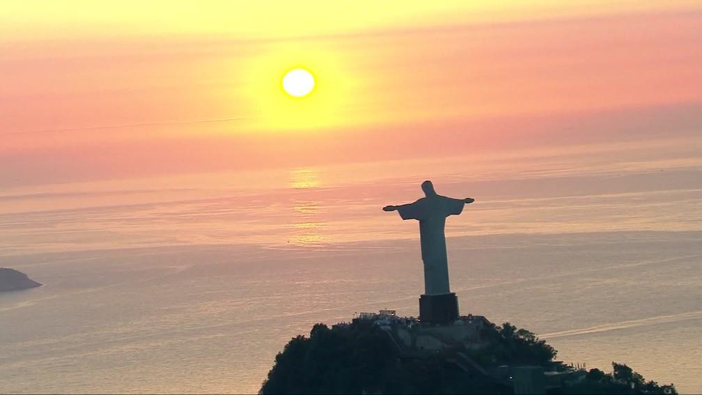Casamento do DJ Alok com Romana Novais no Cristo Redentor — Foto: Reprodução/TV Globo