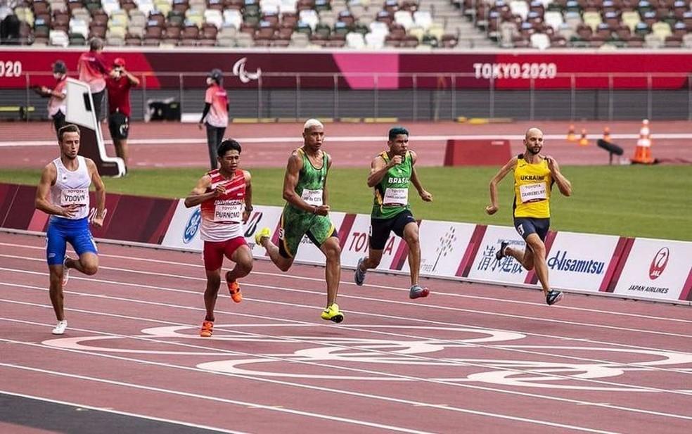 Mateus Evangelista na raia 4, na competição dos 100m rasos da classe T37 — Foto: Redes Sociais/Reprodução
