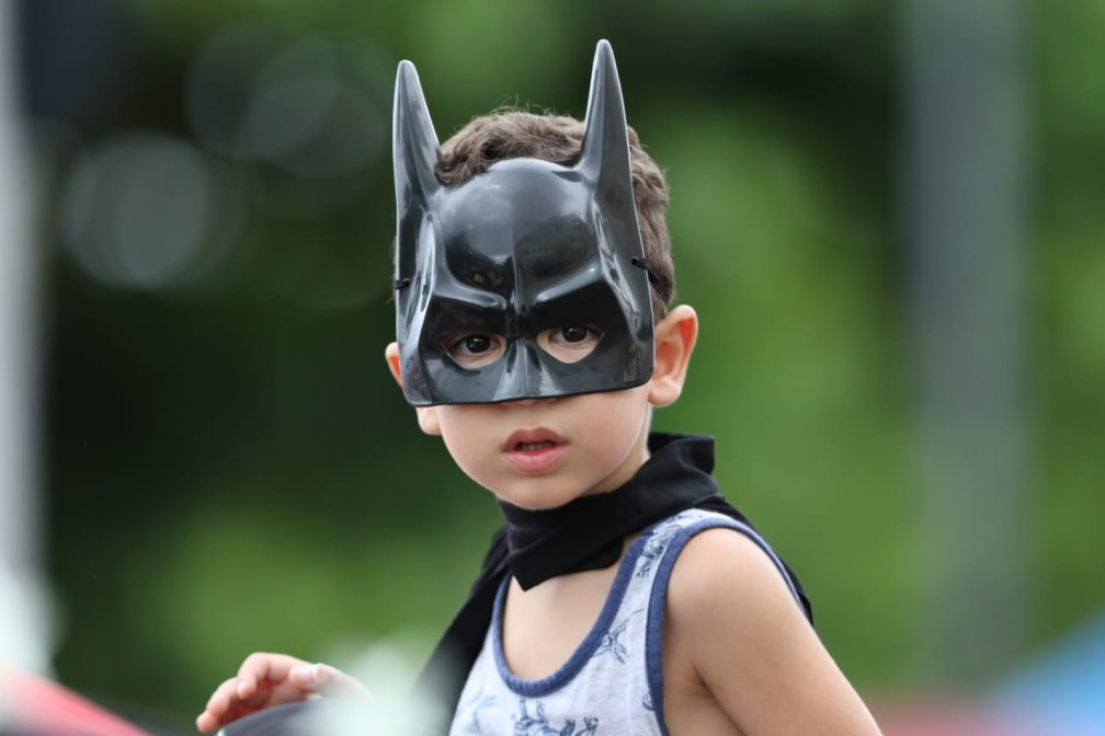 Mini Batman participa do carnaval de Olinda neste domingo — Foto: Aldo Carneiro/Pernambuco Press