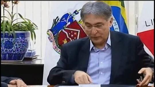 'Nem um pouco preocupado', diz Fernando Pimentel sobre aceitação de pedido de impeachment durante agenda em Uberaba