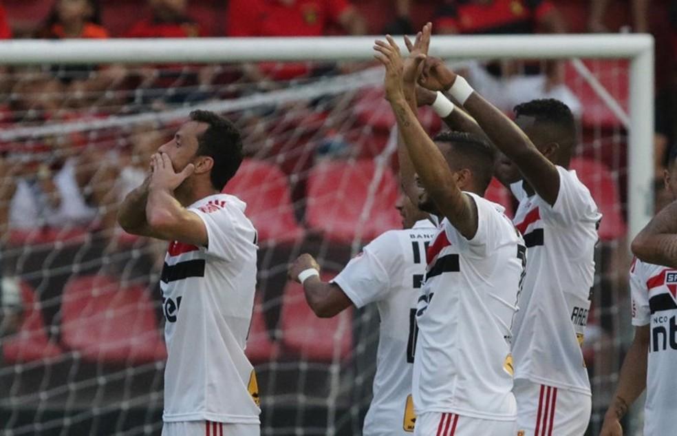 Contra o Sport, São Paulo chegou a 18 pontos em 30 disputados fora de casa no Brasileirão (Foto: Rubens Chiri/saopaulofc.net)
