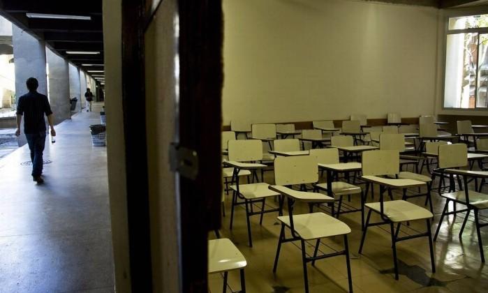 Sala de aula vazia na UFRJ