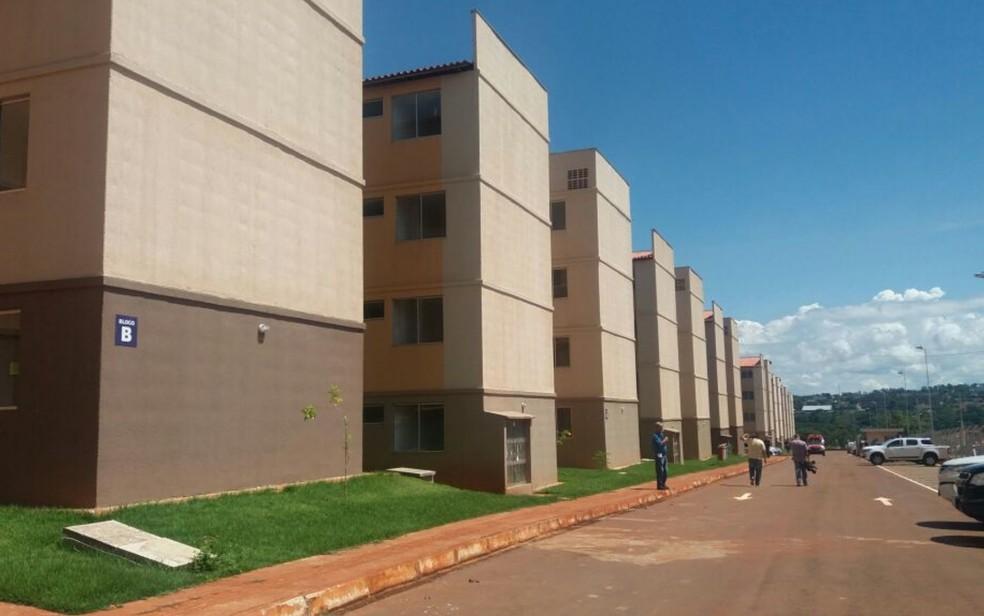 Apartamentos têm dois quartos, sala, cozinha, área de serviço e banheiro (Foto: Rosane Mendes/TV  Anhanguera)