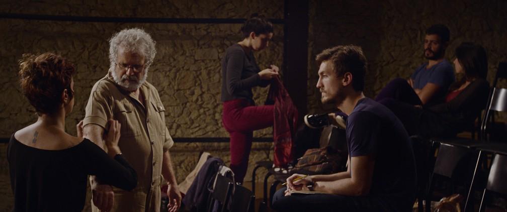 Igor Angelkorte divide a direção do filme 'Fernando' com Julia Ariani e Paula Vilela — Foto: Divulgação