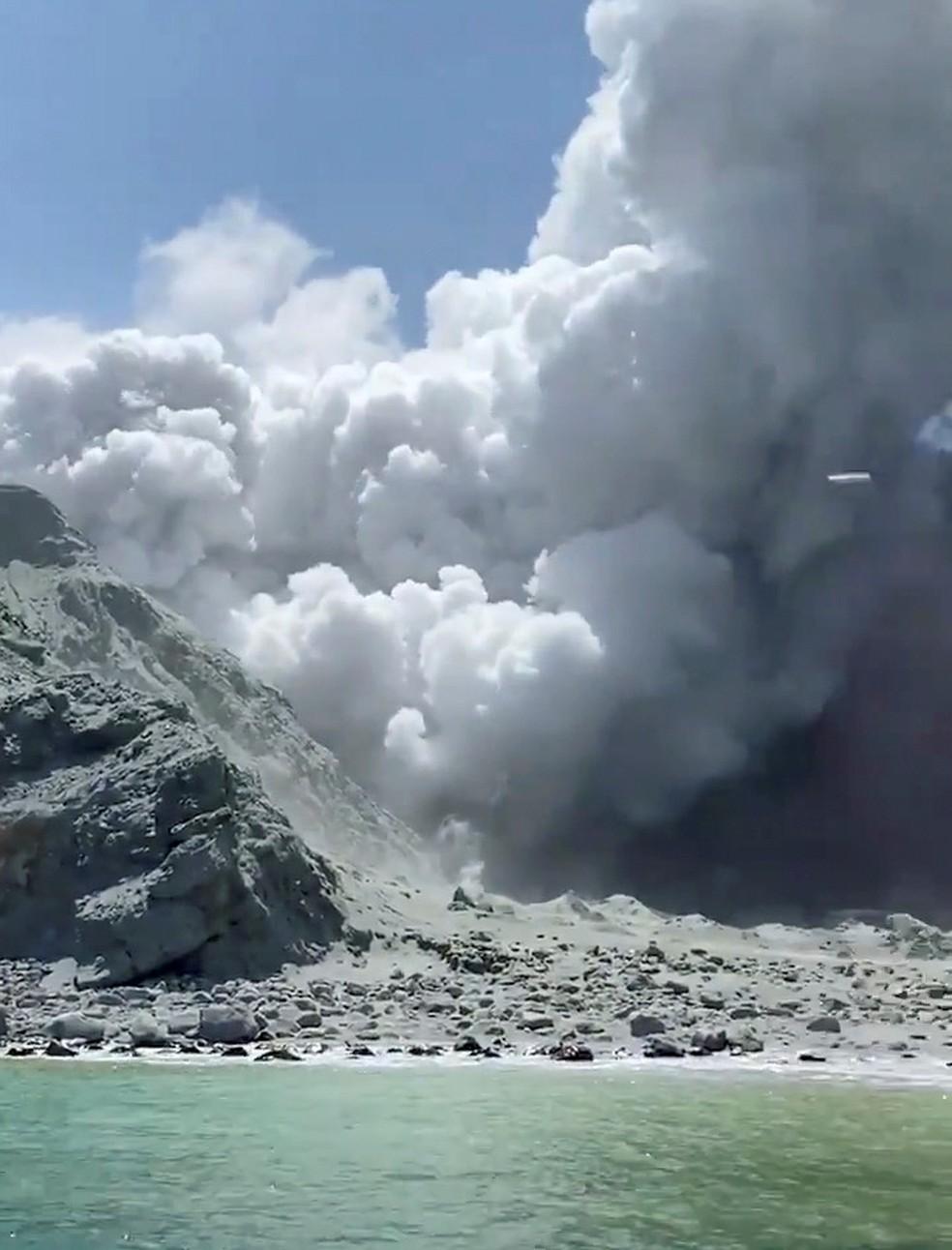 Vulcão em erupção na Nova Zelândia — Foto: Reuters