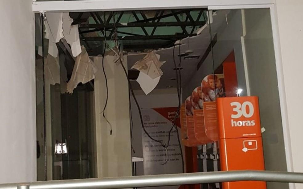 Agência do Banco Itaú, destruída por criminosos, em Ipameri, Goiás (Foto: TV Anhanguera/Reprodução)