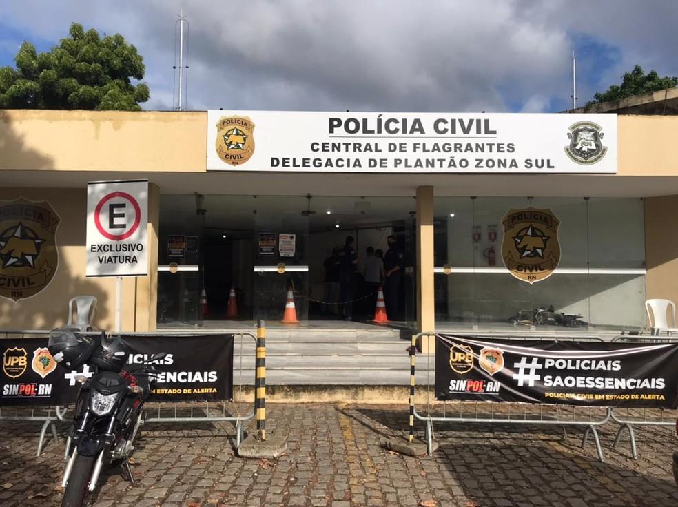 Caso foi registrado na Central de Flagrantes, em Natal — Foto: Kléber Teixeira/Inter TV Cabugi