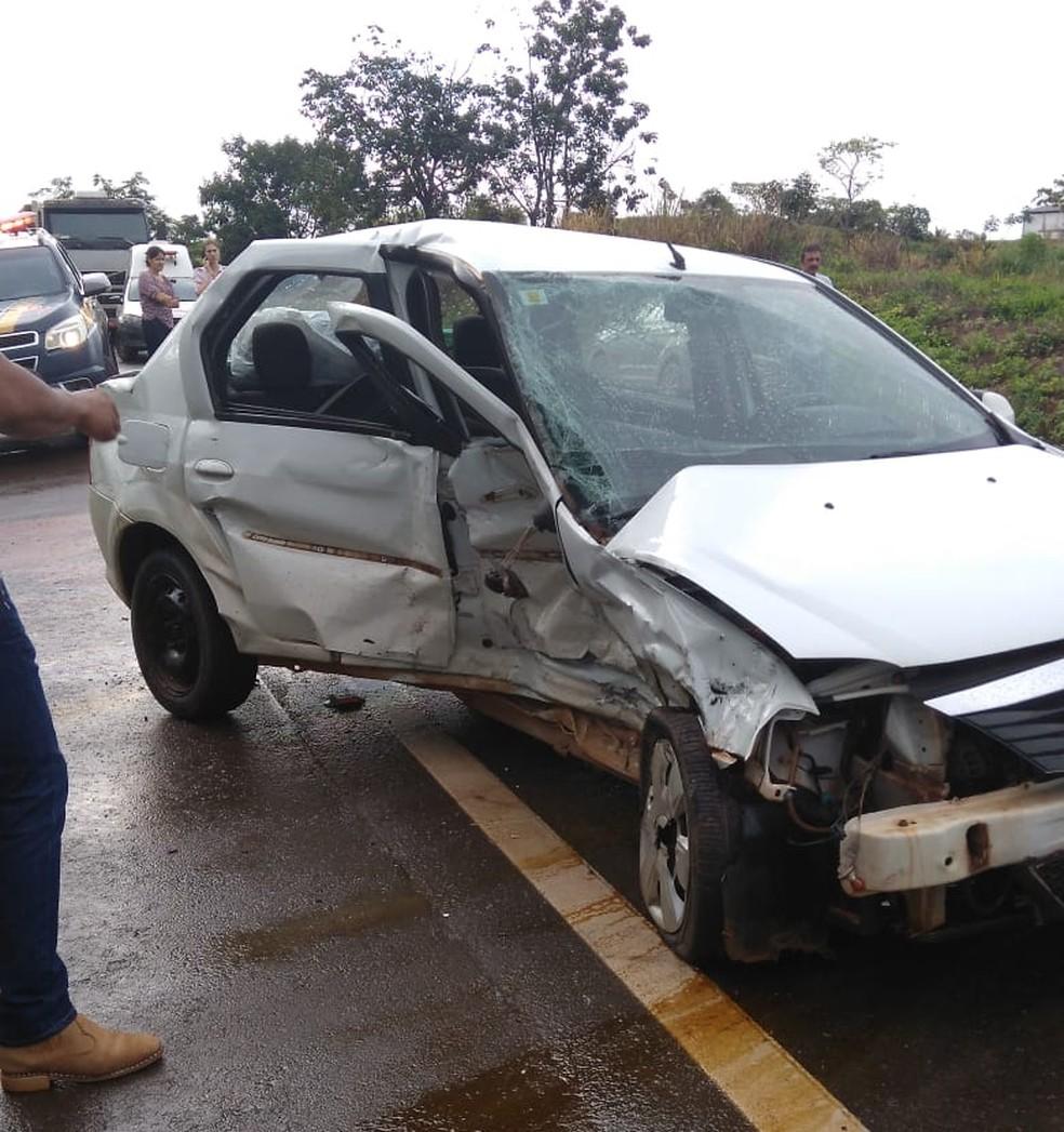 Colisão aconteceu após veículo tentar ultrapassar pista contrária e aquaplanar na via.  — Foto: Reprodução/WhatsApp
