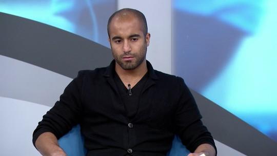 Lucas critica administração do São Paulo e mostra confiança em Ceni