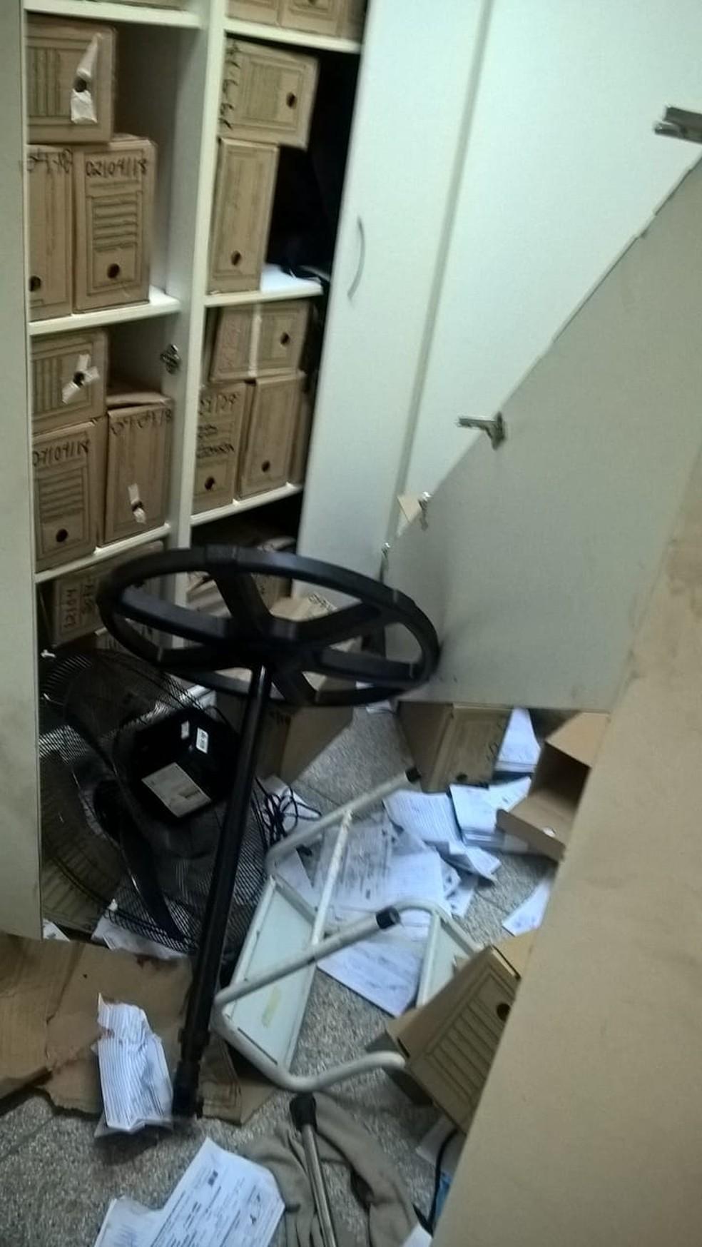 Paciente destruiu arquivos de unidade de pronto atendimento de Rio Preto (SP) (Foto: Guarda Civil Municipal/Divulgação)