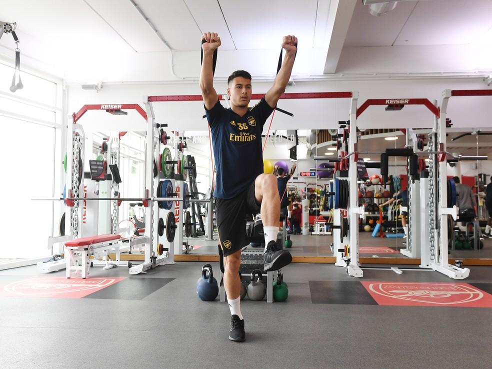 Longe do clube: atacante vem mantendo a forma com exercícios em casa — Foto: Getty Images