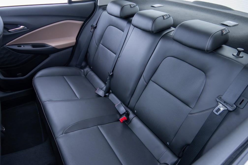 Interior da linha Onix Plus 2020 com bancos híbridos (couro e tecido) — Foto: Chevrolet/Divulgação