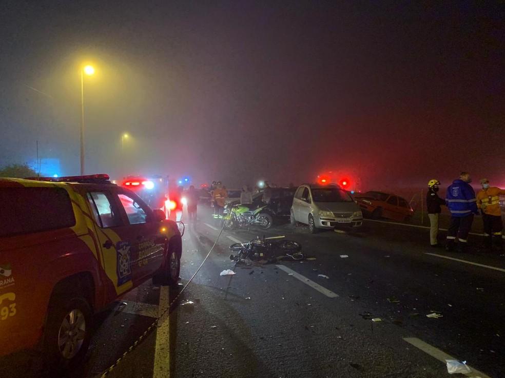 Acidente envolveu 22 veículos, na BR-277, em São José dos Pinhais — Foto: Cícero Bittencourt/RPC
