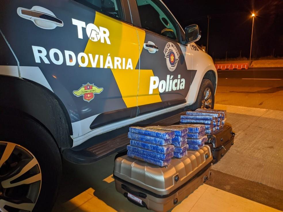 No total foram apreendidos 31 quilos de maconha — Foto: Polícia Rodoviária