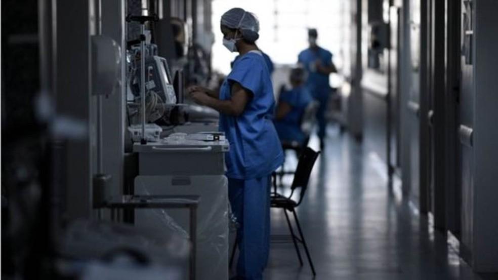 Exames feitos durante internações costumam identificar comorbidades desconhecidas por pacientes — Foto: DOUGLAS MAGNO/AFP VIA GETTY IMAGES