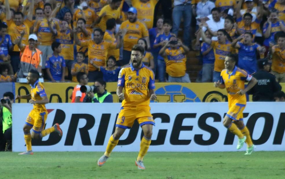 Cruzeiro tem que pagar o Tigres, do México, pela compra de Rafael Sobis — Foto: Diego Guichard/GloboEsporte.com