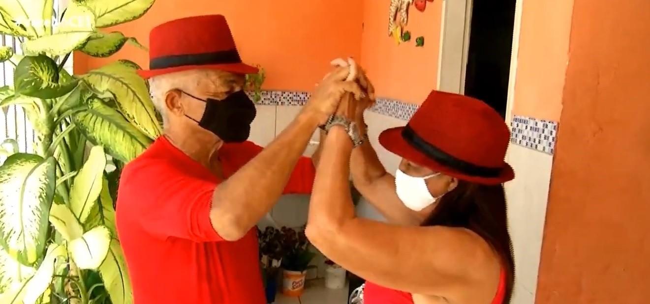 Idosos se apaixonaram na gafieira e dançam juntos há cinco anos, em Fortaleza