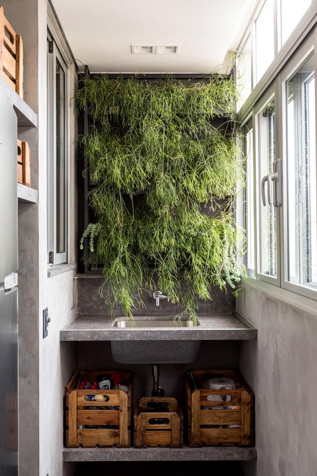 Escritório com jeito de casa tem decoração em tons terrosos  (Foto: Fran Parente/Divulgação)