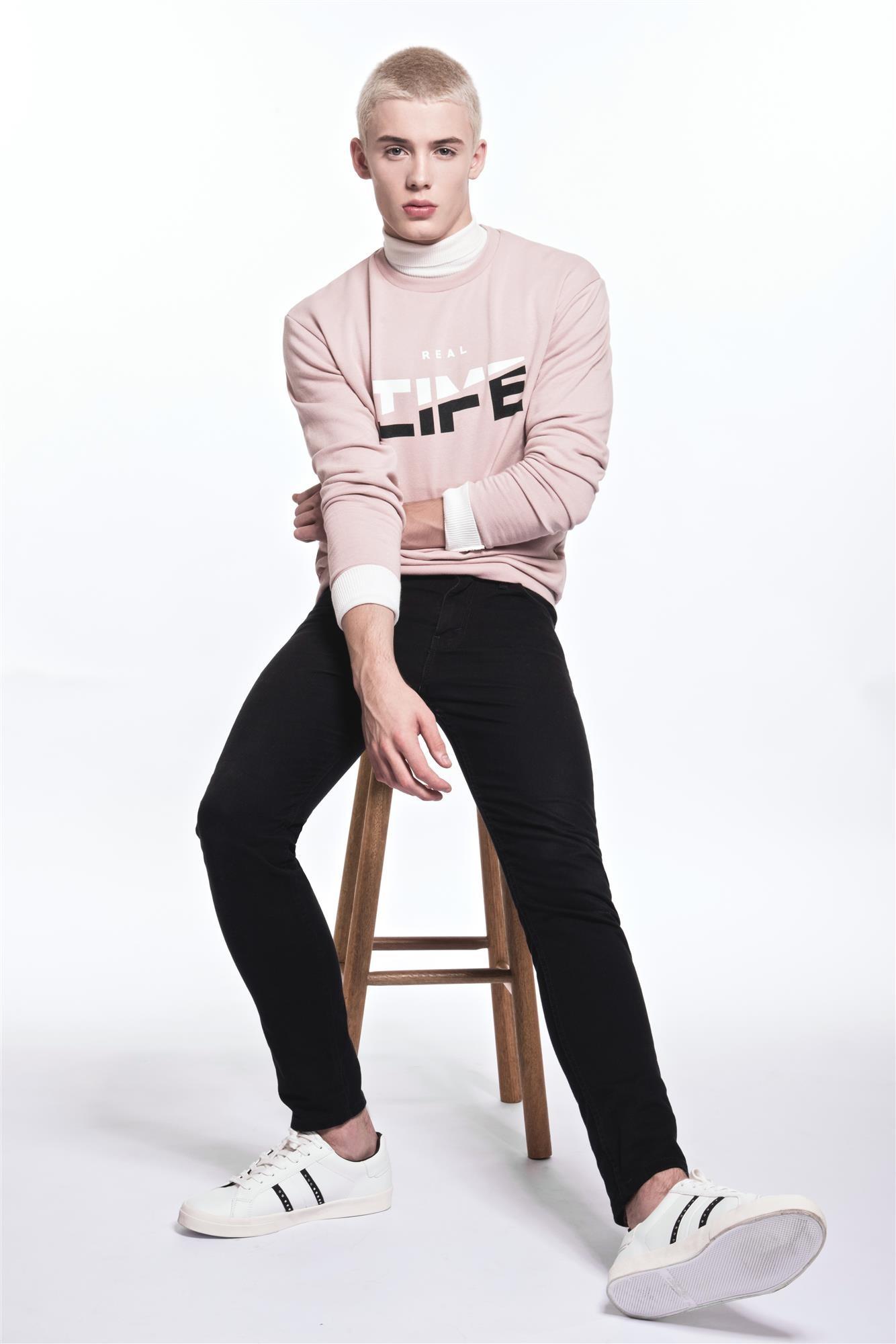 João Knorr, modelo brasileiro que virou garoto-propaganda da Versace (Foto:  )