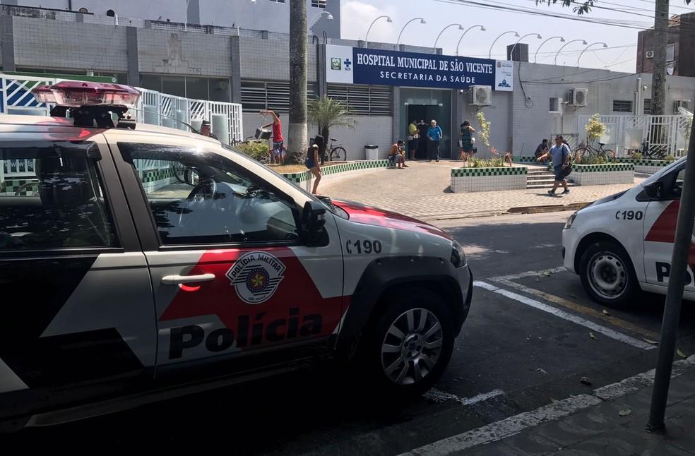 Passageiro foi encaminhado para o Hospital Municipal de São Vicente, SP (Foto: José Claudio Pimentel/G1)