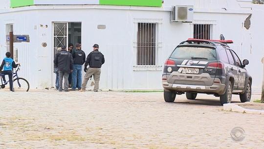 Homens armados fazem reféns e assaltam dois bancos em Pedras Altas