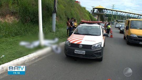 Motociclista morre após batida em poste na Avenida Paralela