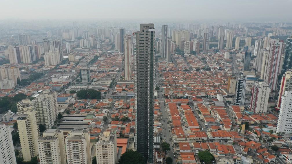 'Figueiras do Tatuapé' se tornou o residencial mais alto de São Paulo, com 168 metros de altura, apenas quatro a menos que o maior prédio da cidade, da mesma construtora. — Foto: Giaccomo Vocio/G1