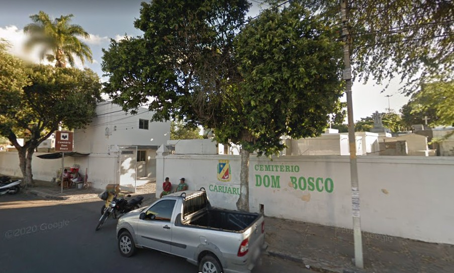 Homem denuncia furtos nos túmulos da família no Cemitério Dom Bosco, em Caruaru