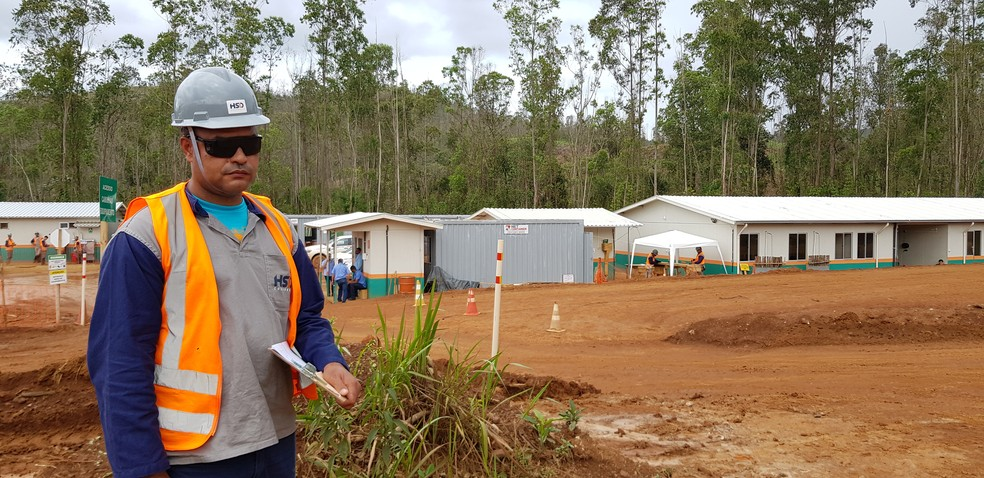 Romeu Geraldo de Oliveira trabalha na reassentamento de Bento Rodrigues, mas sonha em um dia poder ajudar a reconstruir sua comunidade: Paracatu de Baixo — Foto: Raquel Freitas/G1
