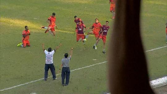 Jogadores do Manthiqueira comemoram acesso inédito na história do clube