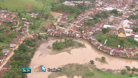 Chuva forte volta a assustar moradores após enchentes na Zona da Mata de PE