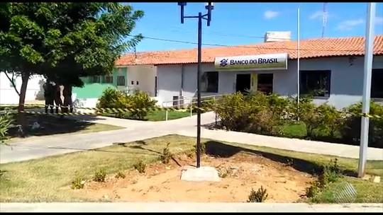 Grupo explode cofre de banco, cerca viatura da PM e faz refém no norte da Bahia