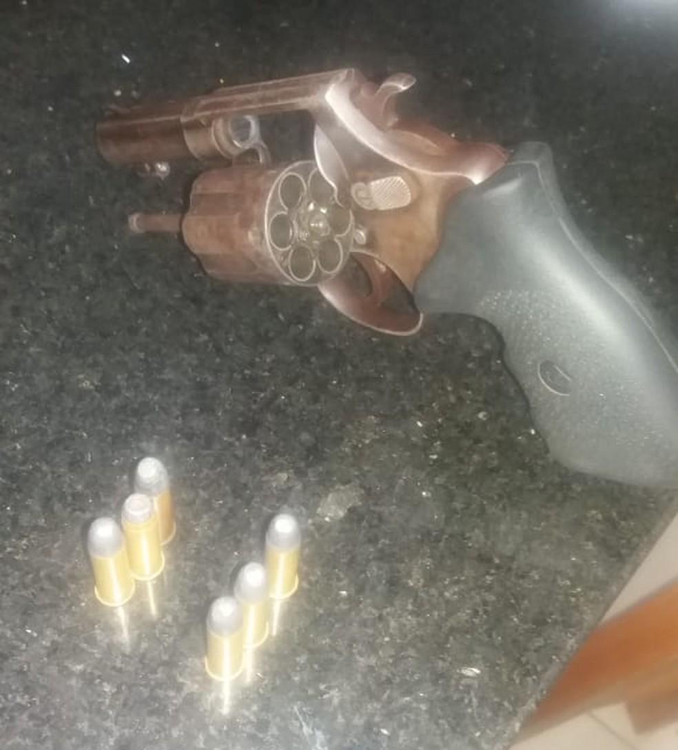 Arma utilizada por Paulo Ricardo na tentativa de homicídio — Foto: Divulgação/ Polícia Militar