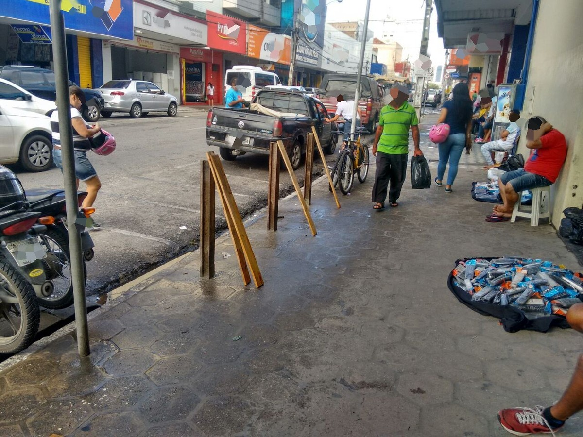 Loja de perfumes é arrombada por carro em marcha ré e tem produtos roubados em Alagoa Grande, PB