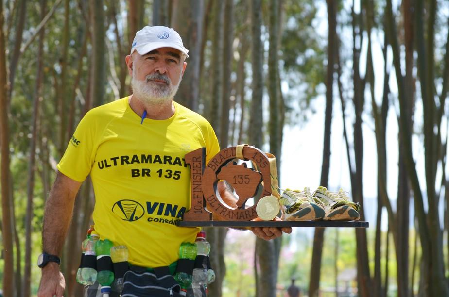 fbb2c3c217b ... Tem até cerveja  corredor tem estratégia inusitada para ultramaratona de  217 km